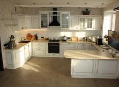 Кухня с островом белая