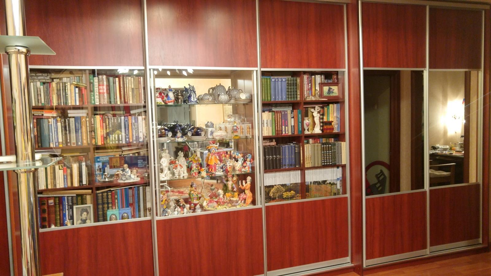 Шкаф книжный с раздвижными дверьми
