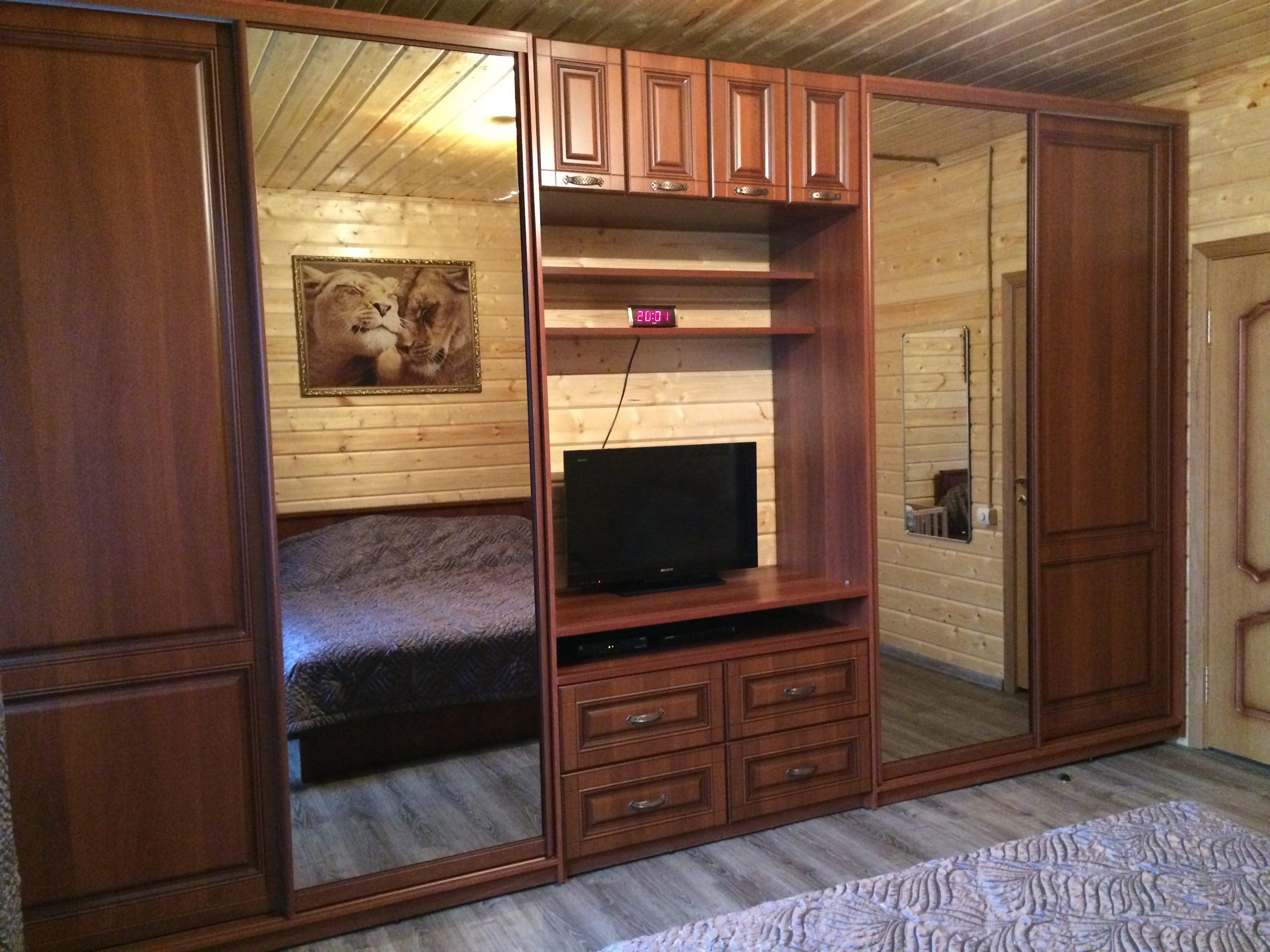 Шкаф в комнату с полкой ТВ