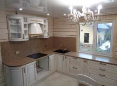 Кухня в частный дом классика