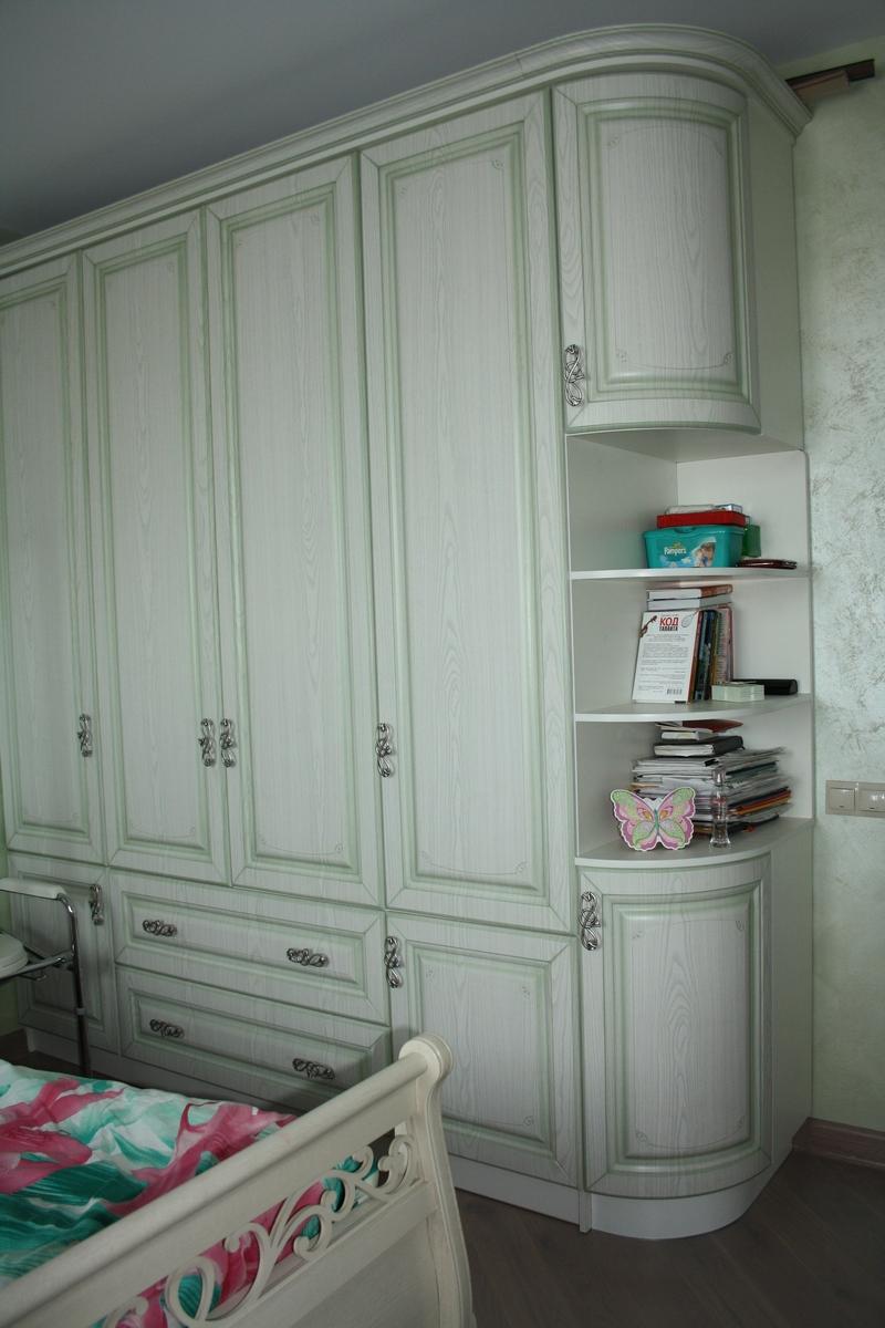 Шкаф классика с зеленой патиной