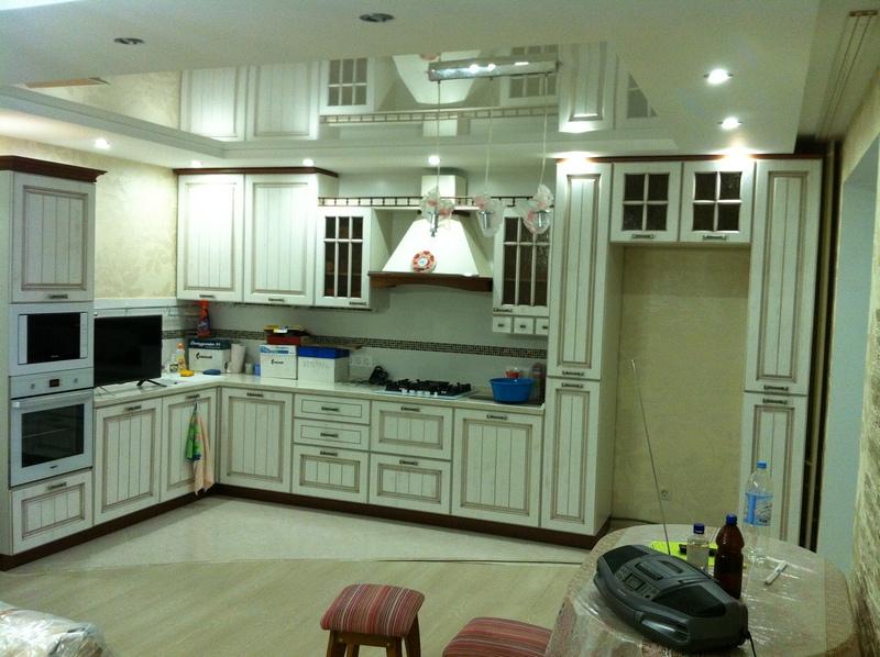 Кухня прованс коричневая патина