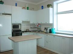 Кухня белая с островом мини