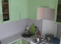 Кухня зеленая маленькая