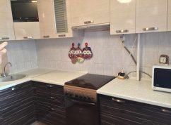 Кухня угловая с полкой под ТВ