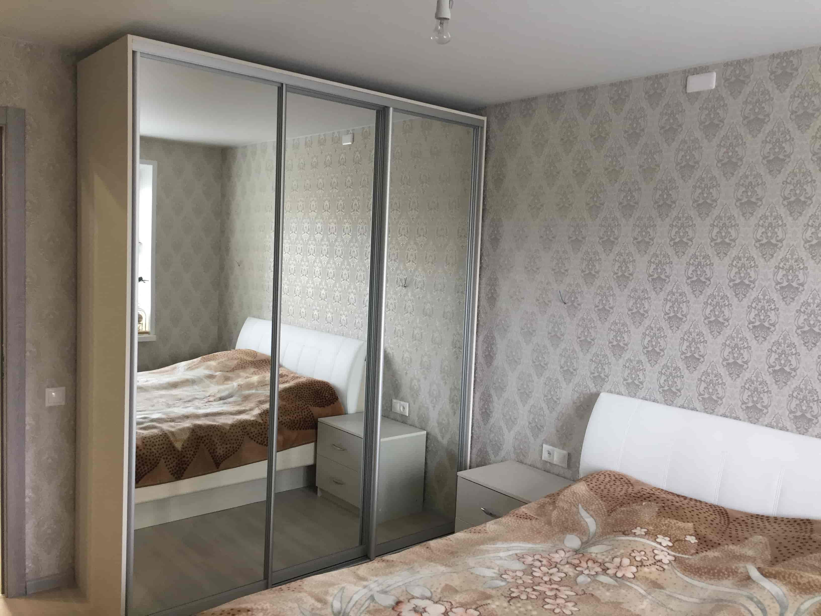 Шкаф-купе в спальню и прикроватные тумбы