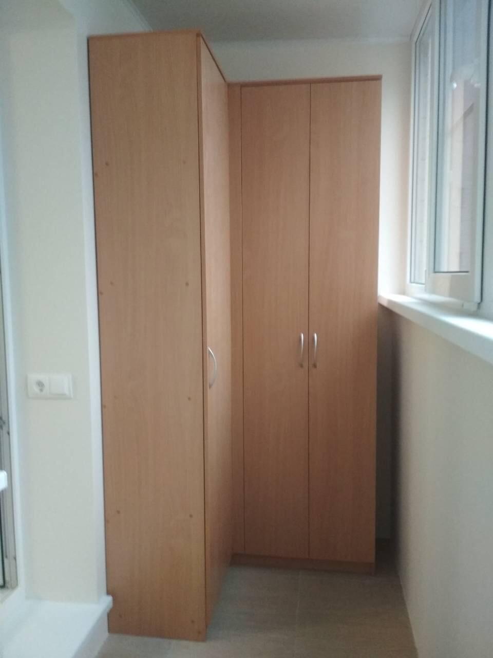 Шкаф угловой на балкон