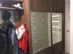 Шкаф-купе в прихожую с зеркалом